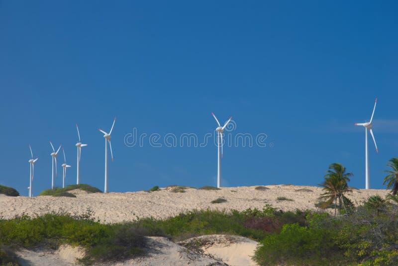 Windmühlstromerzeugung lizenzfreies stockbild