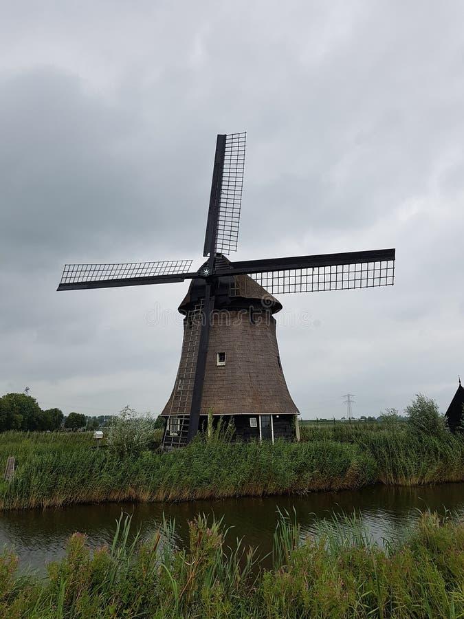 Windm?hle in den Niederlanden lizenzfreie stockbilder