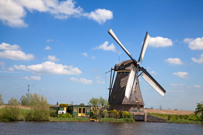 windmills fotos de archivo