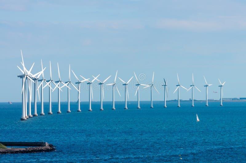 Windmills i Östersjön royaltyfria foton