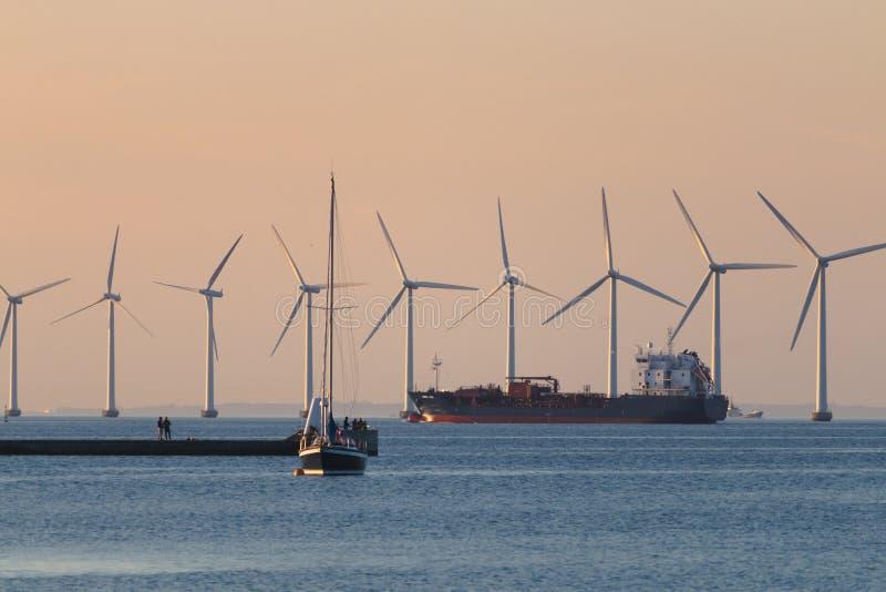 Windmils, navire de charge, bateau de bateau, Copenhague Danemark photos libres de droits