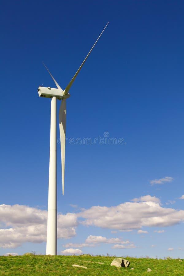 Windmolen bij het gebied royalty-vrije stock afbeelding