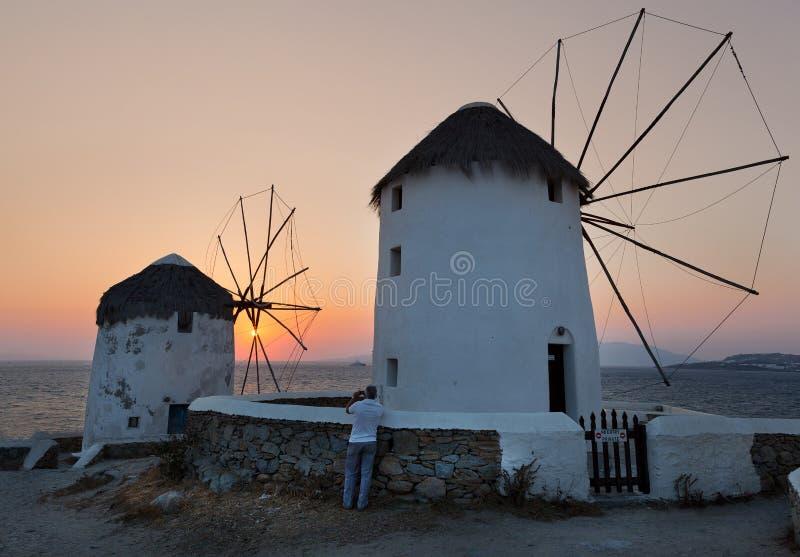 windmolen bij zonsondergang, Mykonos-eiland, Cycladen, Griekenland stock fotografie