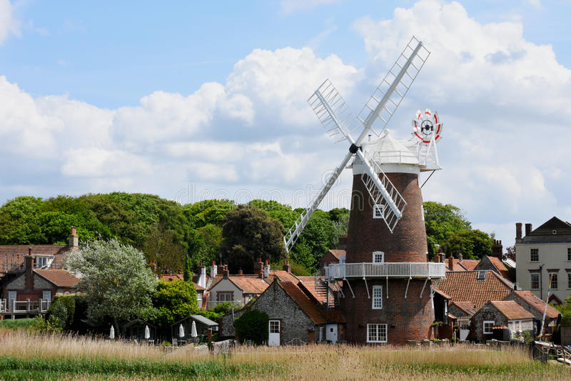 Windmolen, cley-volgende-aan-Overzees, Norfolk stock afbeeldingen