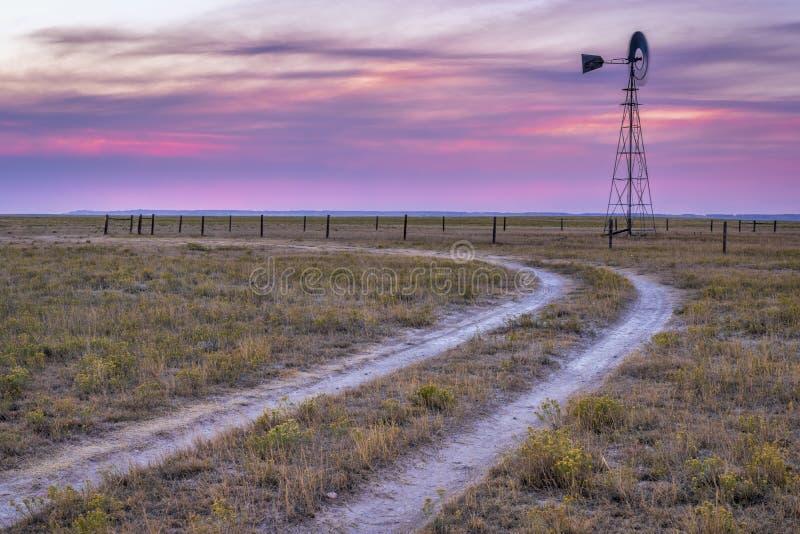 Windmolen in de prairie van Colorado royalty-vrije stock fotografie