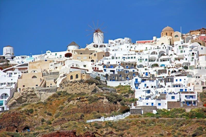 Windmolen en koepel in Santorini, Griekenland royalty-vrije stock foto's