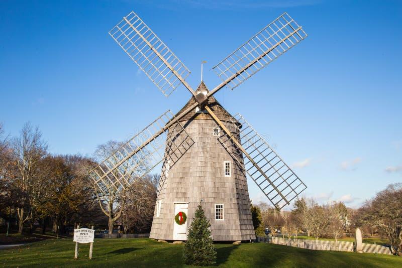 Windmolen in Kerstmistijd, het Oosten Hampton New York stock foto