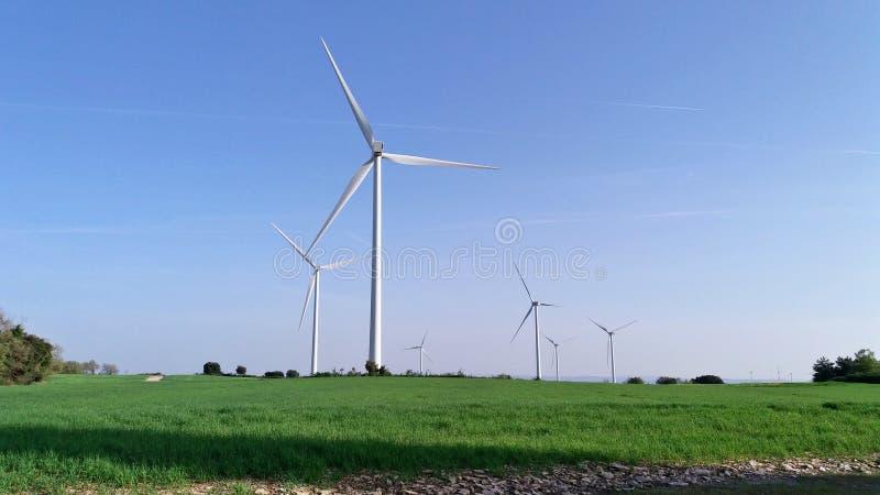 Windmolen op het gebied van Catalonië stock foto