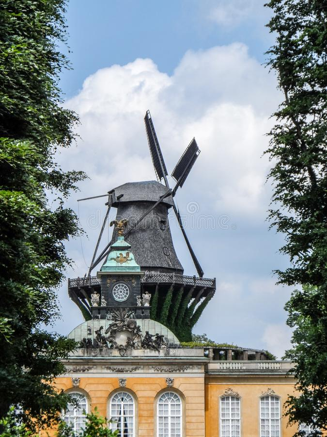 Windmolen in Sanssouci-paleis, Potsdam Duitsland stock foto