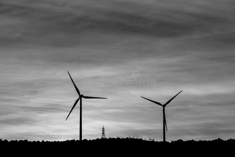Windmolen voor onze toekomst Natuurlijke energie voor onze toekomst stock afbeeldingen