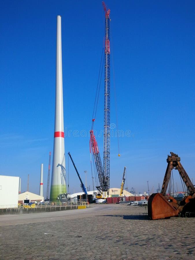 Windmolenbouw stock afbeeldingen
