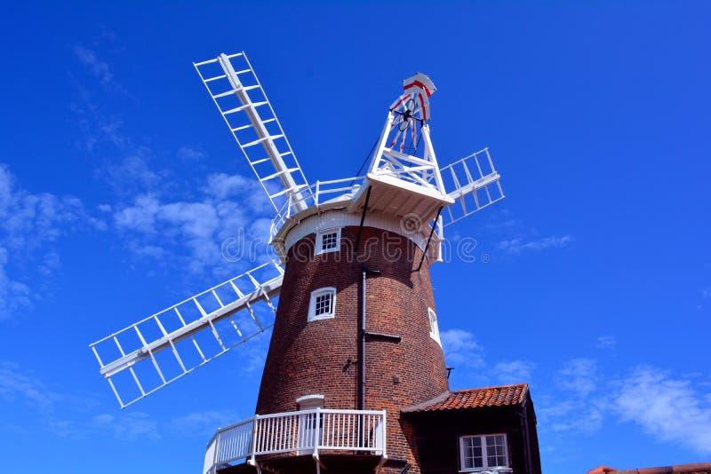 Windmolenfantail en blauwe hemel, Cley-Windmolen, cley-volgende-de-Overzees, Holt, Norfolk, het Verenigd Koninkrijk royalty-vrije stock foto's