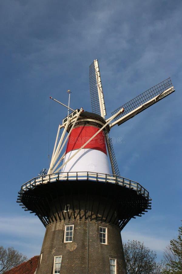 Windmolenmuseum in Nederlandse vlag, Leiden, Nederland royalty-vrije stock afbeelding