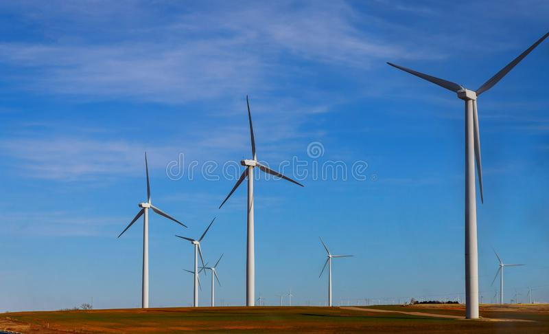 Windmolens in de windenergie West- van Texas stock afbeeldingen