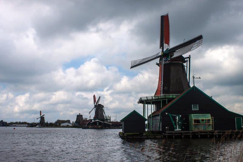 Windmolens dichtbij Zaanse Schans stock afbeelding