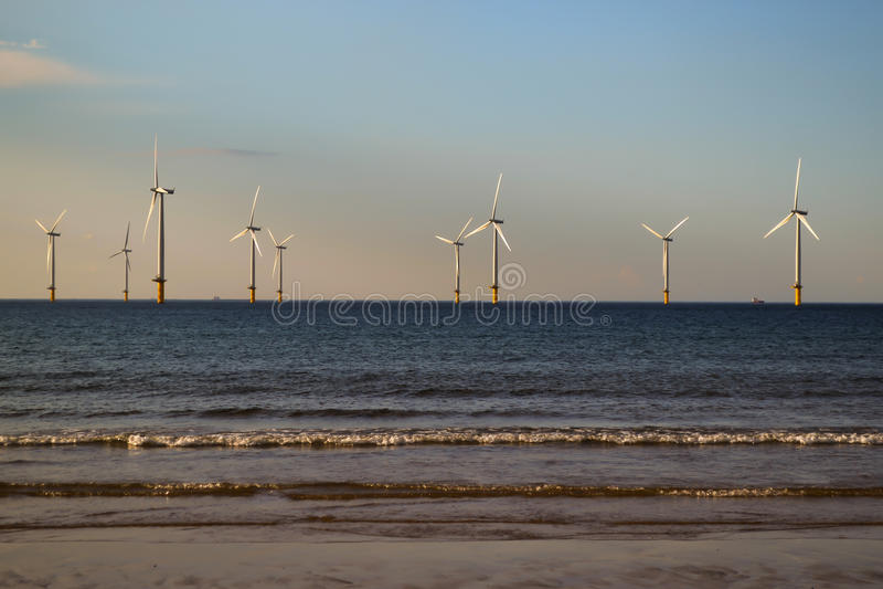 Windmolens in het Overzees royalty-vrije stock afbeeldingen