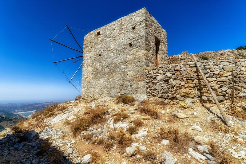 Windmolens van het plateau van Lasithi, Kreta - Griekenland stock afbeelding