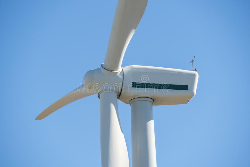 Windmolens voor stroomproductie, ecomacht, windturbine stock foto