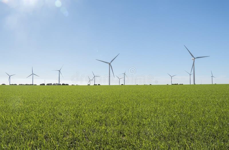 Windmolens voor stroomproductie, ecomacht, windturbine royalty-vrije stock foto