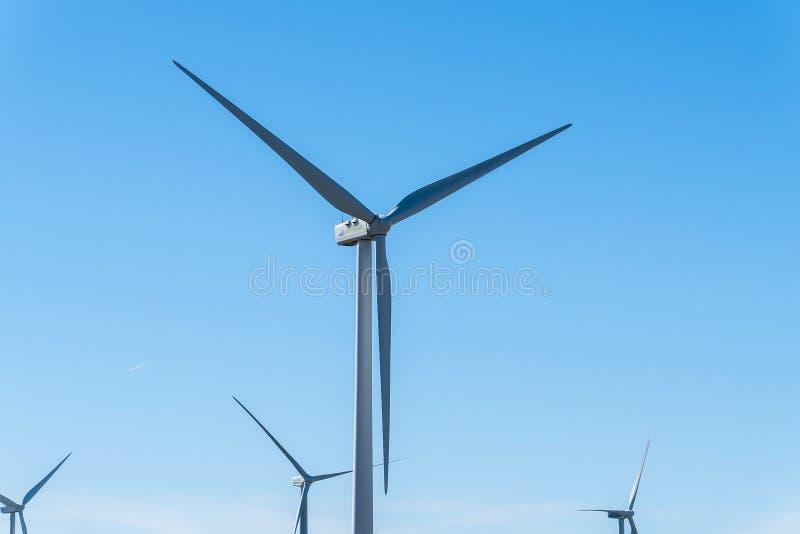 Windmolens voor stroomproductie, ecomacht, windturbine royalty-vrije stock fotografie