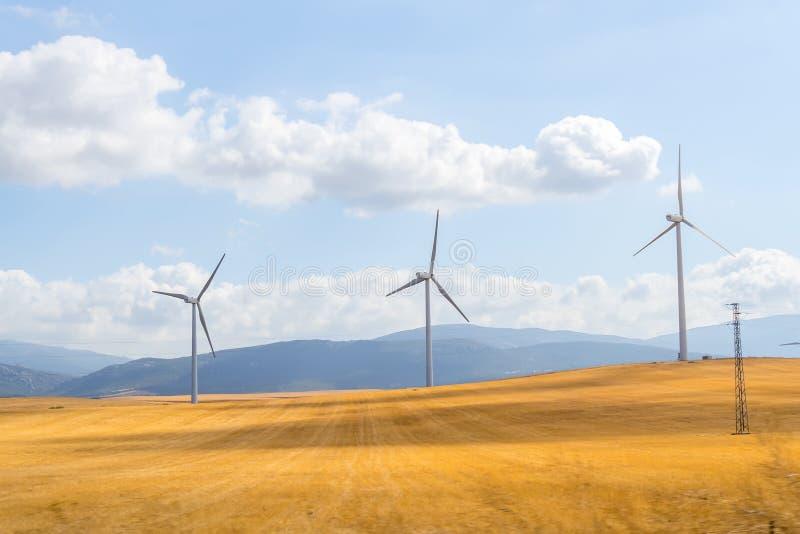 Windmolens voor vernieuwbare stroomproductie royalty-vrije stock afbeeldingen