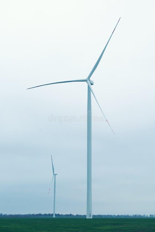 Windmolensturbine voor stroomproductie royalty-vrije stock fotografie