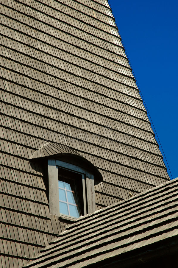 Free Window In Shingle Roof 01 Royalty Free Stock Photos - 4968838