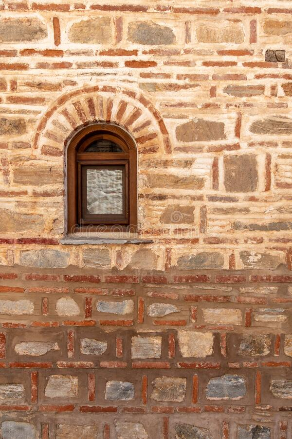 Free Window On The Façade Of A Stone Wall Royalty Free Stock Image - 180658646