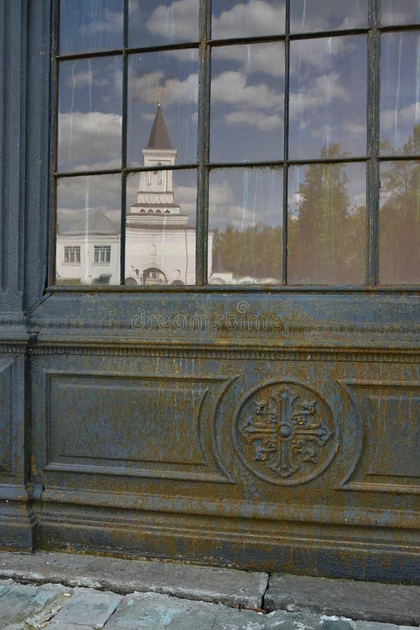 Window_to_church lizenzfreie stockbilder