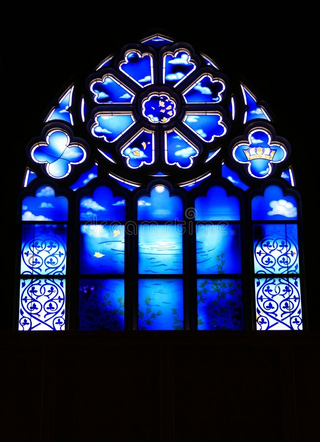 Windown do vidro manchado da igreja foto de stock