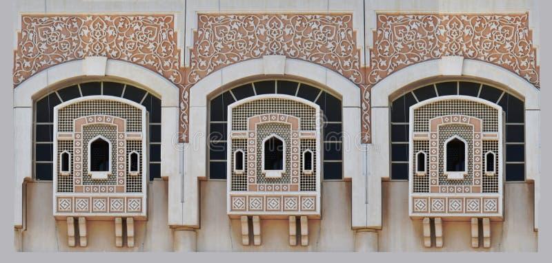 Windows在有传统伊斯兰教的装饰的沙扎 库存图片