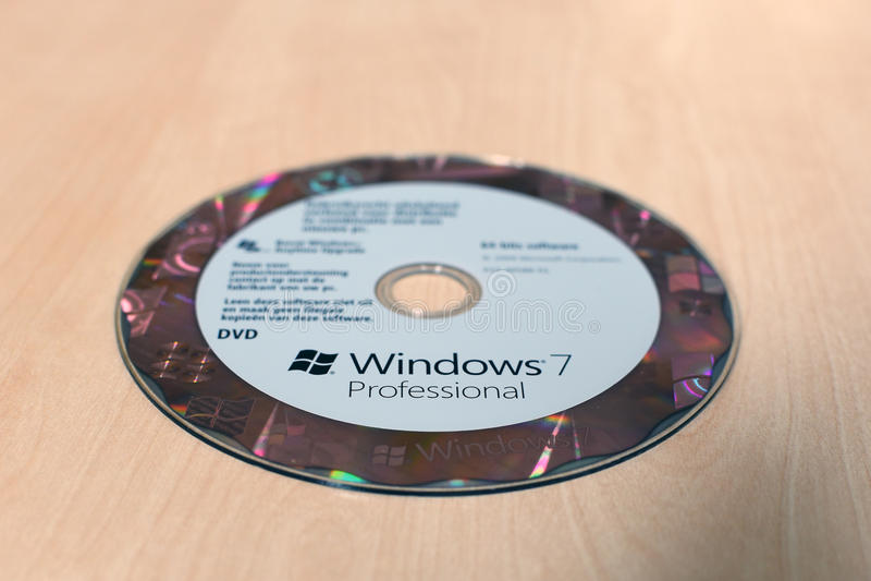 Windows在桌上的7个专业DVD 免版税库存照片