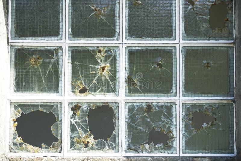 Windows捣毁了玻璃故意破坏 免版税库存图片