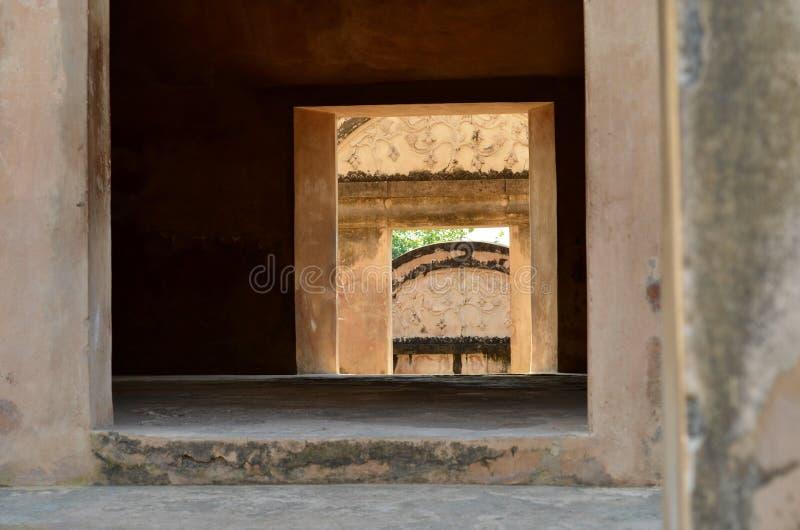 Windows во дворце воды сари Taman, Yogyakarta, Индонезии стоковое изображение