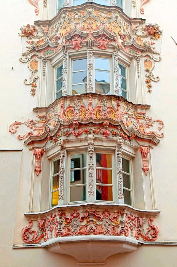 Windows średniowieczni budynki w Starym miasteczku, Innsbruck, Austria zdjęcia stock