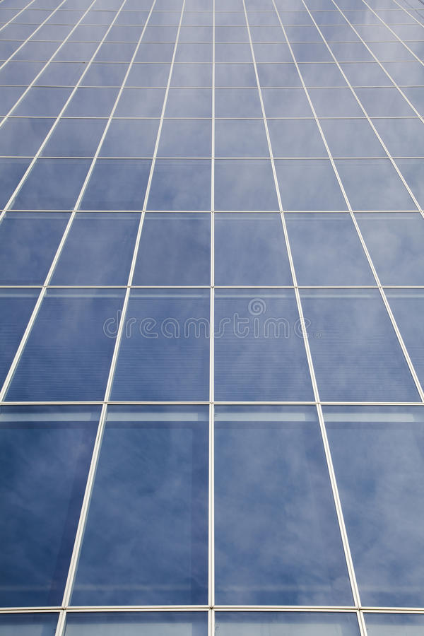 Windows αντανακλάσεων σύννεφων στοκ φωτογραφία με δικαίωμα ελεύθερης χρήσης