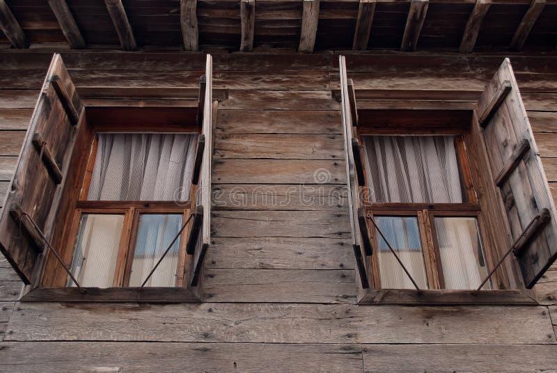 Windows ξύλινα στοκ εικόνα με δικαίωμα ελεύθερης χρήσης