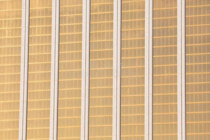 Download Windows офисных зданий на заднем плане Стоковое Изображение - изображение насчитывающей backhoe, отражено: 81801613