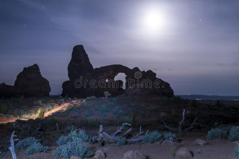 Windows сгабривает национальный парк на ноче стоковая фотография