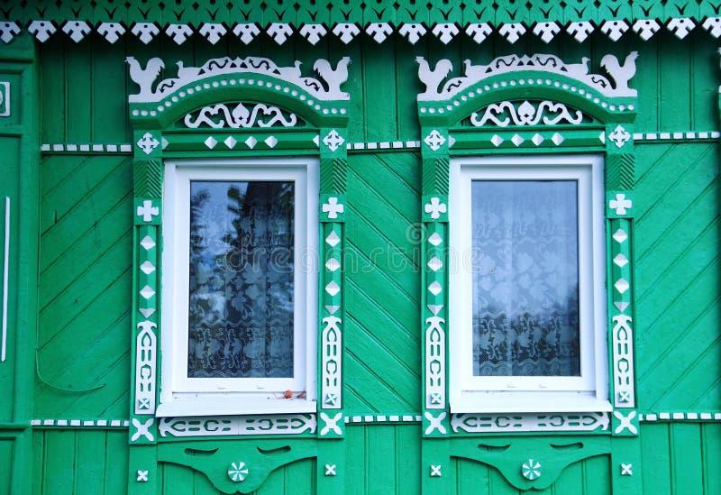 Windows типичного дома на Suzdal стоковые фотографии rf
