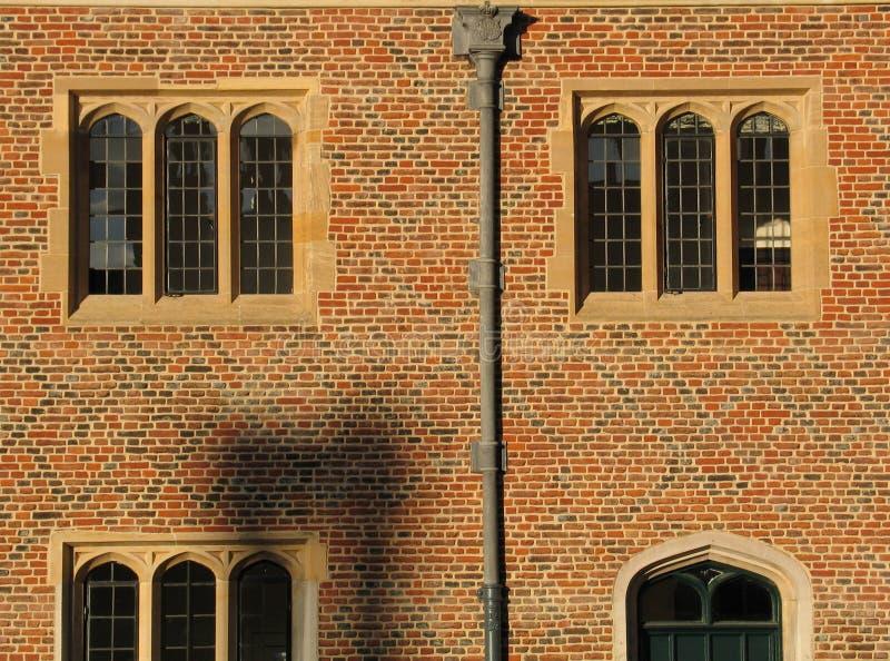 Windows au coucher du soleil, palais de Hampton Court photos stock