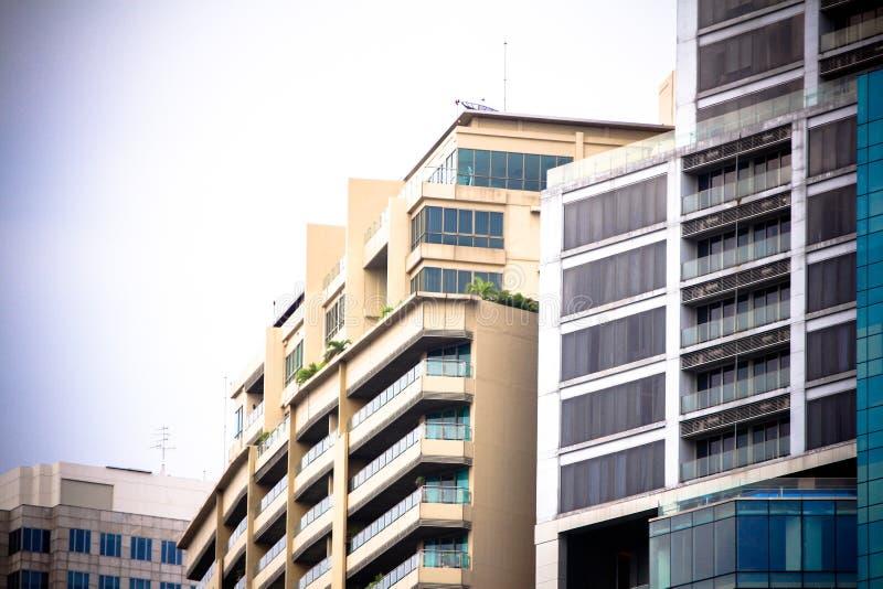 Windows av kontorsbyggnader, kall affär arkivfoto