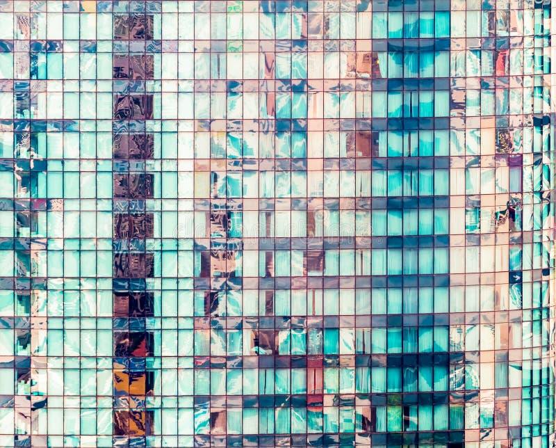 Windows av skyskrapakontorsbyggnad i Bangkok, Thailand royaltyfri fotografi