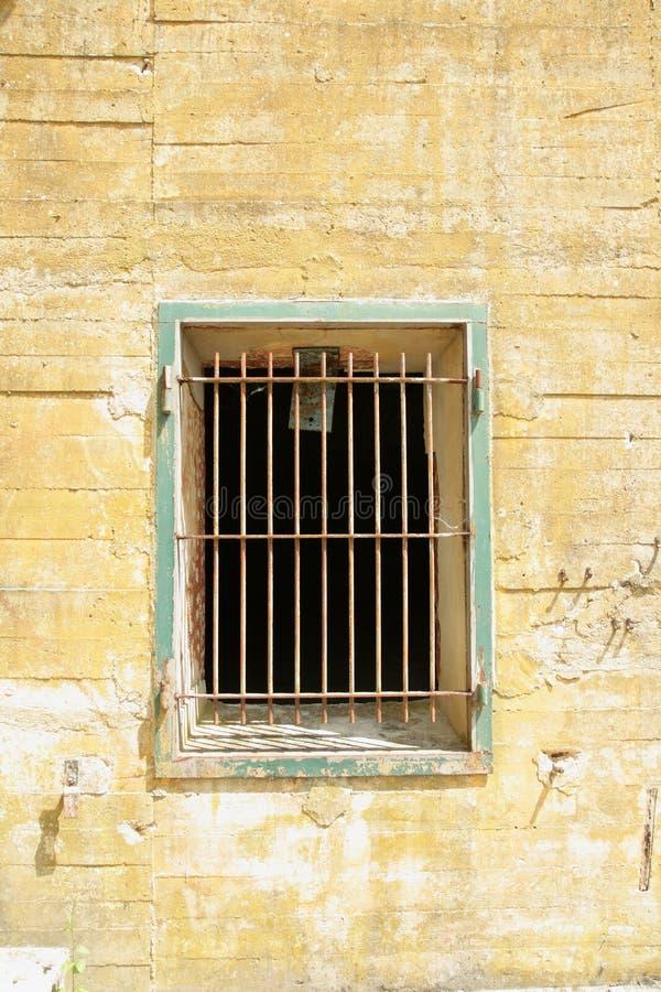 Windows avec des barres sur la soute d'Hitler dans Margival, l'Aisne, Picardie dans le nord des Frances photos stock
