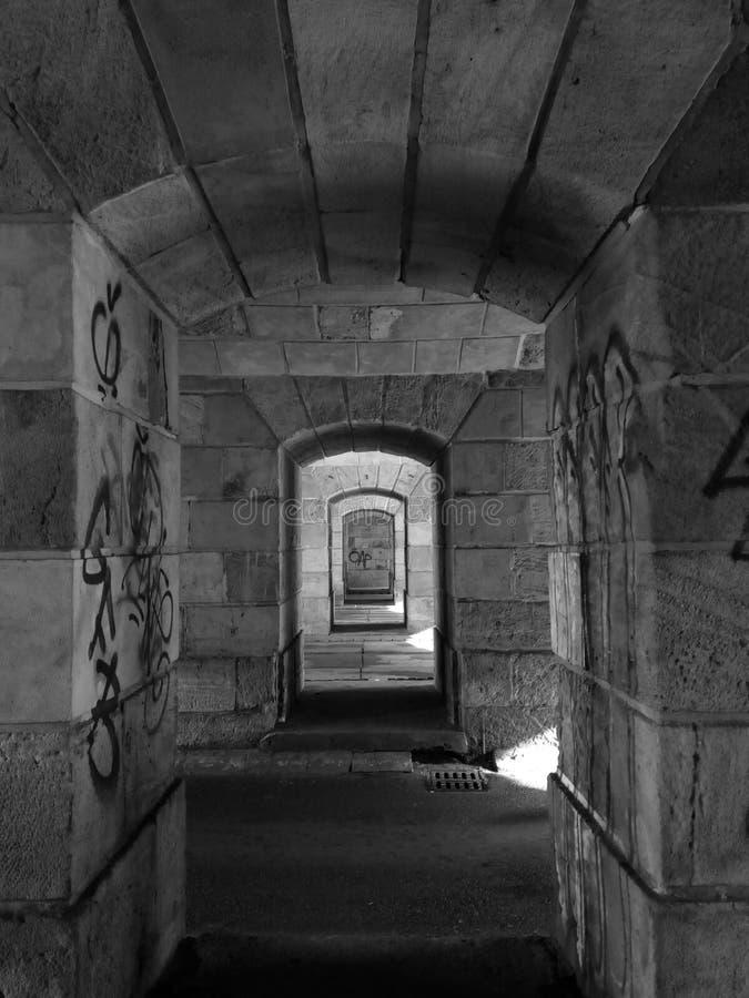 Windows bajo estación de tren principal fotos de archivo