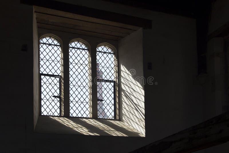 Windows bei Hampton Court Palace, der ursprünglich für hauptsächlichen Thomas Wolsey 1515 errichtet wurde, später stockfotos