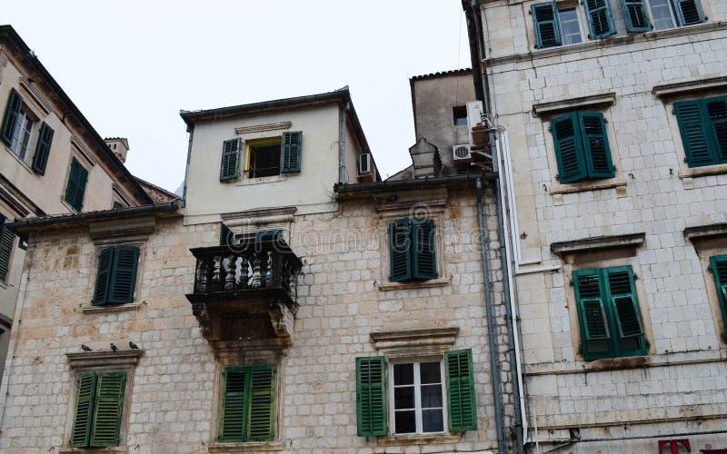 Windows in Cattaro, Montenegro immagine stock libera da diritti