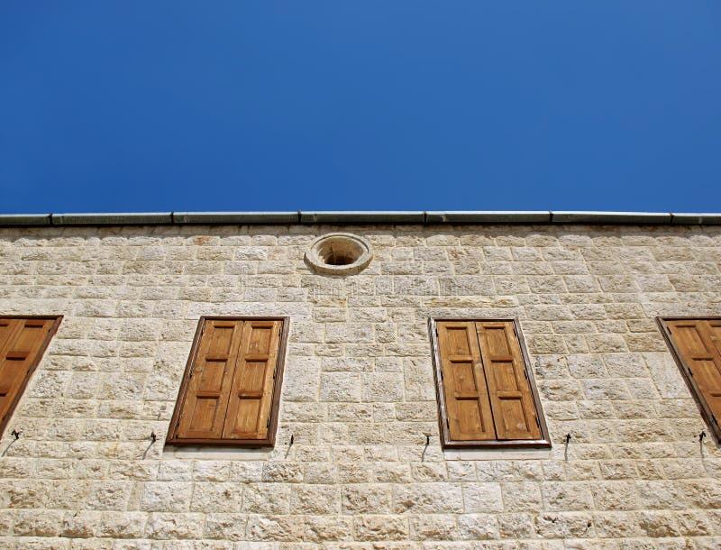 Windows chiuso chiesa libanese