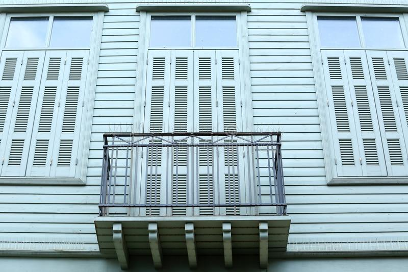 Windows con las persianas fotos de archivo libres de regalías