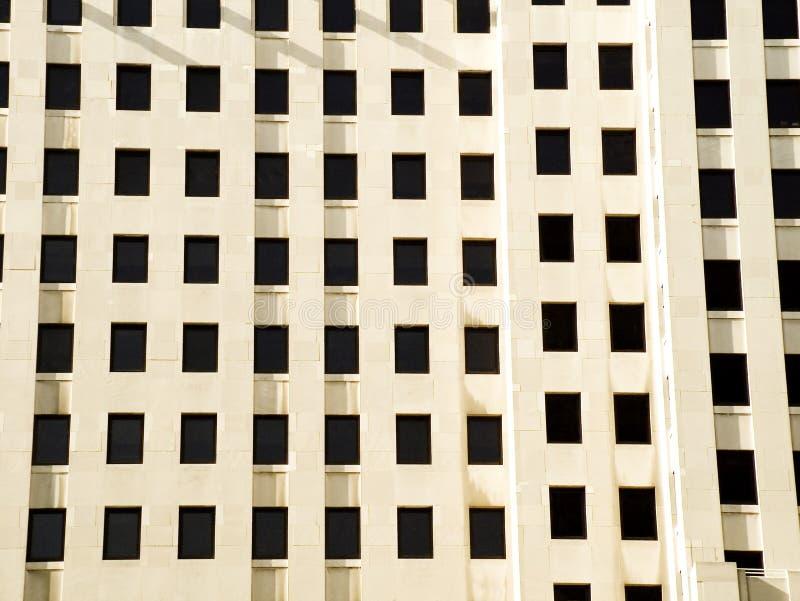 Windows dans une construction photographie stock libre de droits